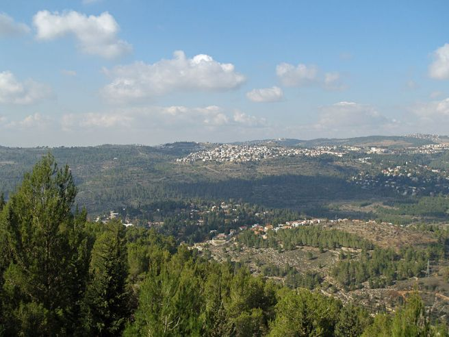 800px-Yad_Vashem_view_of_Jerusalem_valley_by_David_Shankbone